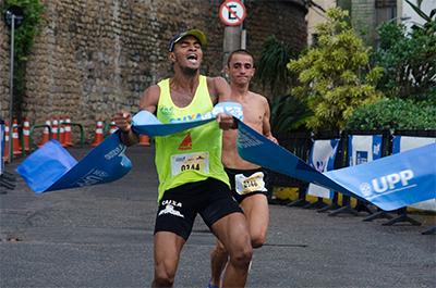 Welerson do Nascimento (vencedor) e Antônio Gonçalves travaram uma disputa acirrada até a linha de chegada